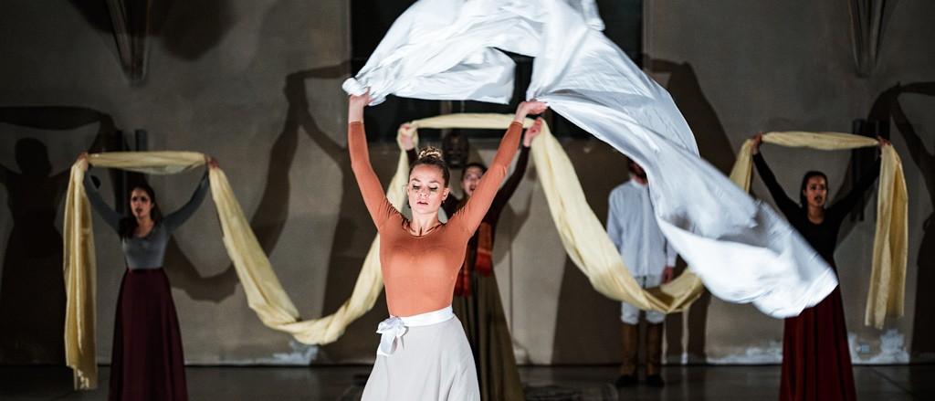 """Pia Stutzenstein in """"Die Troja Agonie"""", Diplominszenierung der Theaterakademie Köln 2016"""