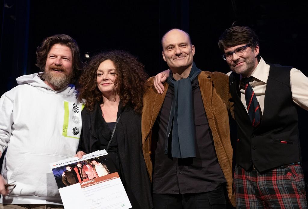 Kurt-Hackenberg-Preis für politisches Theater an TAK-Dozent André Erlen (ganz r.)